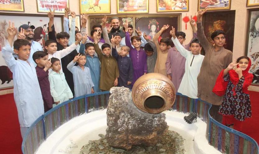 Peshawar's street children show great enthusiasm for understanding China